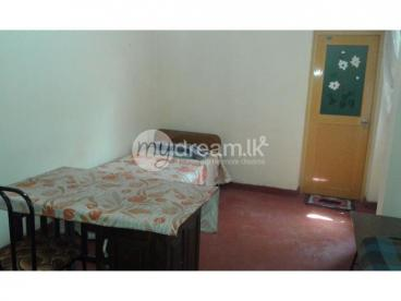 2 rooms and 1 portion available in Kandy