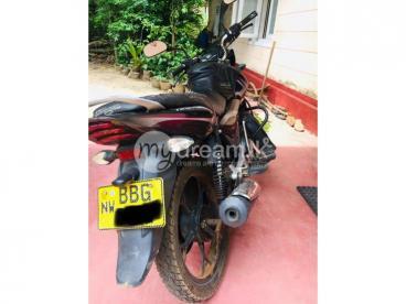 2013 Bajaj Discover 125cc අගනා තත්වයේ මොටර් බයිසිලය විකිණීමට ඇත.