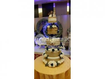 Wedding cake struchers